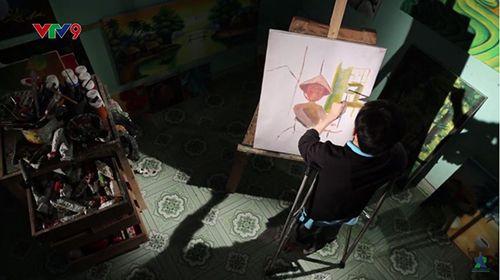 Chàng trai khuyết tật 15 năm chống nạng vẽ tranh - Ảnh 5