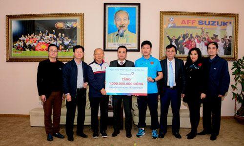 VietinBank trao tặng U23 Việt Nam 1 tỷ đồng  - Ảnh 2