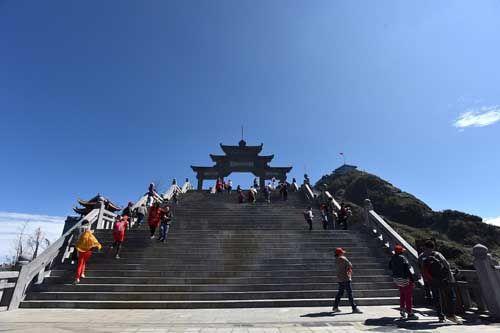 Thán phục trước sự kỳ vĩ của những công trình tâm linh trên đỉnh Fansipan - Ảnh 2