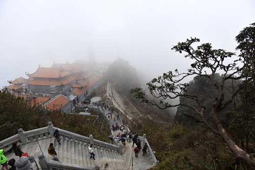 Thán phục trước sự kỳ vĩ của những công trình tâm linh trên đỉnh Fansipan - Ảnh 5