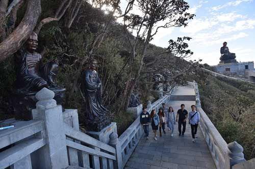 Thán phục trước sự kỳ vĩ của những công trình tâm linh trên đỉnh Fansipan - Ảnh 7