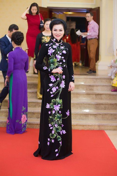Nữ Hoàng Trần Huyền Nhung lộng lẫy nhận cúp vàng trong lễ vinh danh doanh nhân nhân ái - Ảnh 3