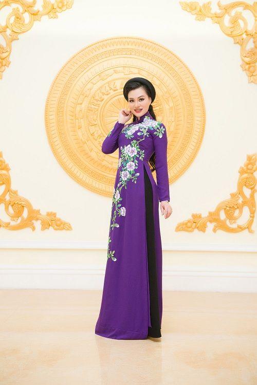 Nữ Hoàng Trần Huyền Nhung lộng lẫy nhận cúp vàng trong lễ vinh danh doanh nhân nhân ái - Ảnh 7