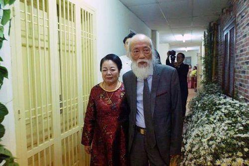 Xúc động hình ảnh thầy Văn Như Cương ôm vợ trước khi vĩnh biệt cõi đời - Ảnh 3