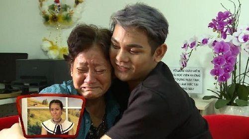 Sơn Ngọc Minh thừa nhận mình đồng tính, mẹ bật khóc nức nở trên sóng truyền hình - Ảnh 2