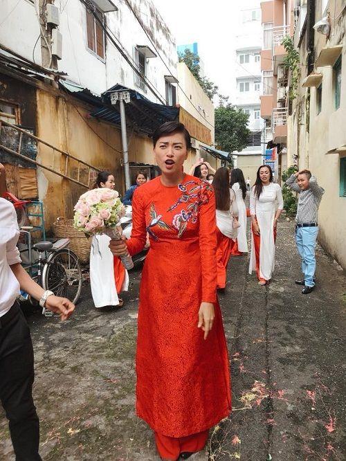Dân mạng xôn xao trước hình ảnh Ngô Thanh Vân mặc áo dài trong lễ rước dâu - Ảnh 3
