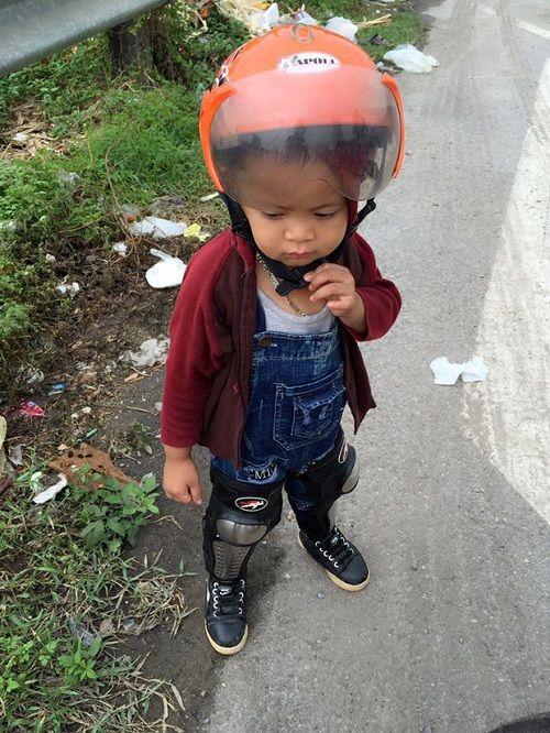 Bà mẹ 9X dẫn con trai đi phượt ở Tuyên Quang để thực hiện ước mơ xem lễ hội lồng đèn 4