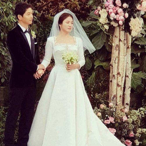Xúc động khoảnh khắc mẹ Song Hye Kyo vừa khóc vừa ôm con rể Song Joong Ki dặn dò - Ảnh 3