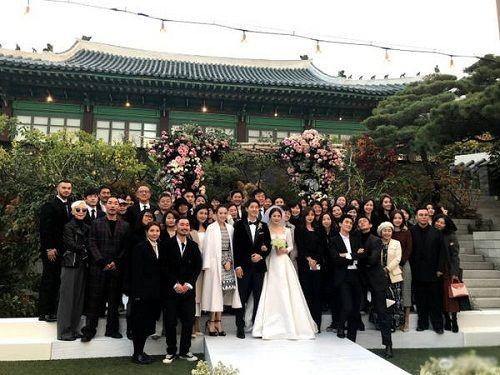 Cô dâu Song Hye Kyo chuếnh choáng vì rượu, khiêu vũ tưng bừng bên chú rể Song Joong Ki  - Ảnh 1