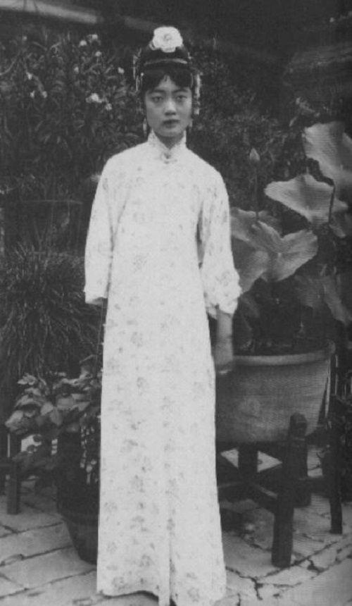 Hoàng hậu Việt Nam lọt tốp mỹ nhân hoàng gia xinh đẹp nhất thế giới - Ảnh 12