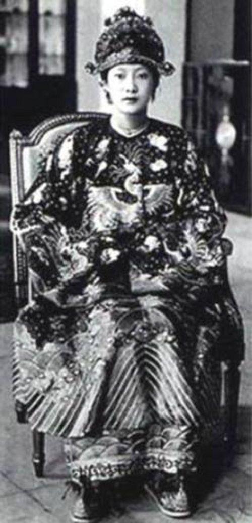 Hoàng hậu Việt Nam lọt tốp mỹ nhân hoàng gia xinh đẹp nhất thế giới - Ảnh 13