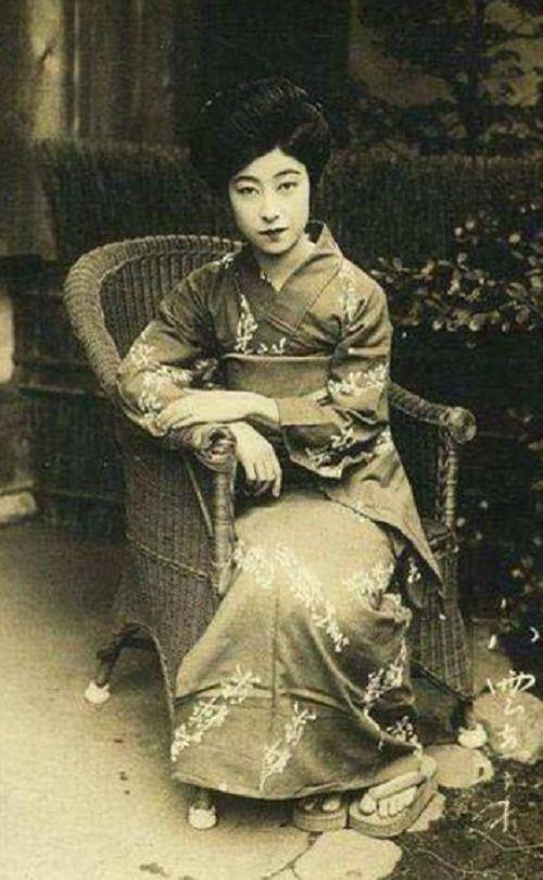 Hoàng hậu Việt Nam lọt tốp mỹ nhân hoàng gia xinh đẹp nhất thế giới - Ảnh 2