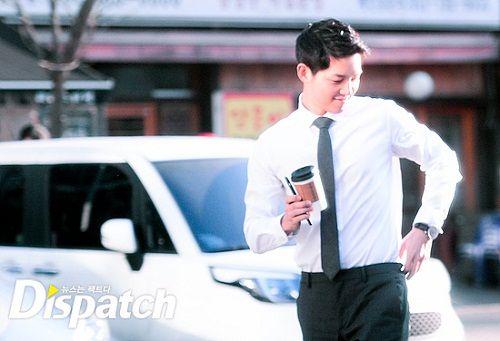 """Vẻ điển trai """"bất phân thắng bại"""" của Song Joong Ki và Park Hae Jin - Ảnh 2"""
