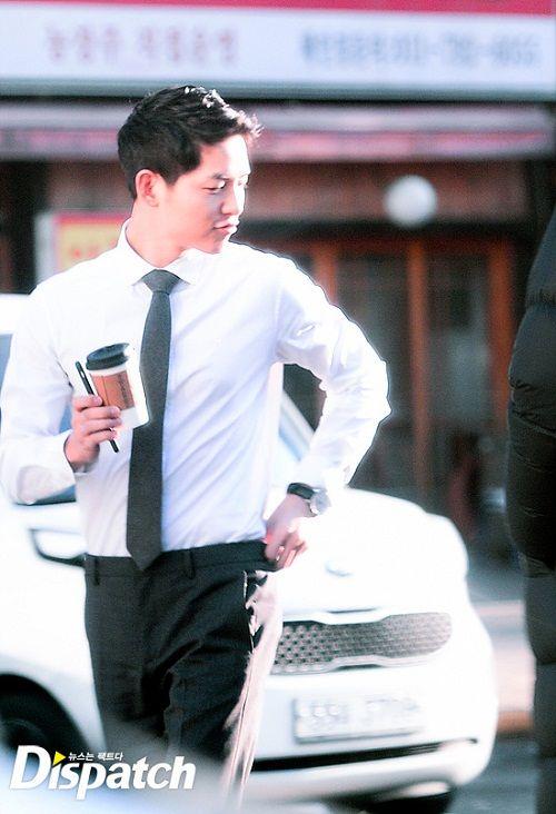 """Vẻ điển trai """"bất phân thắng bại"""" của Song Joong Ki và Park Hae Jin - Ảnh 5"""