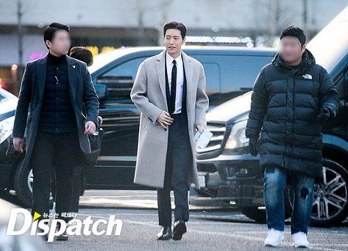 """Vẻ điển trai """"bất phân thắng bại"""" của Song Joong Ki và Park Hae Jin - Ảnh 6"""
