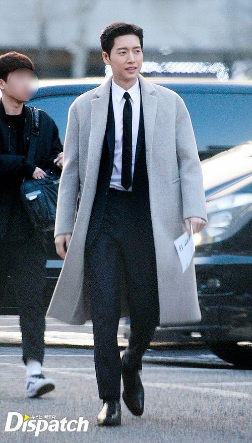 """Vẻ điển trai """"bất phân thắng bại"""" của Song Joong Ki và Park Hae Jin - Ảnh 7"""