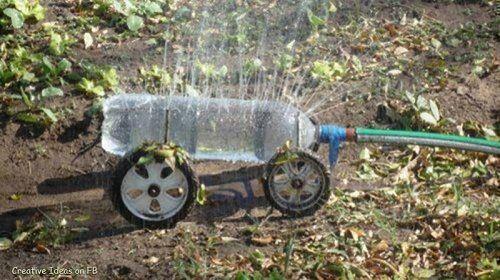 Bỏ túi ngay 7 cách tái sử dụng chai nhựa trong làm vườn - Ảnh 9