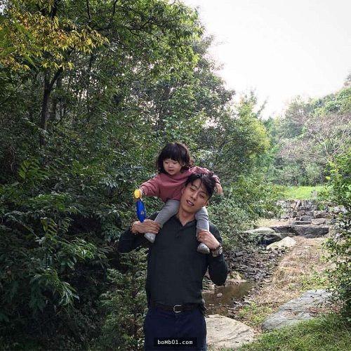 Mẹ ghen tỵ khi xem loạt ảnh siêu đáng yêu của ông bố Hàn Quốc và con gái - Ảnh 2