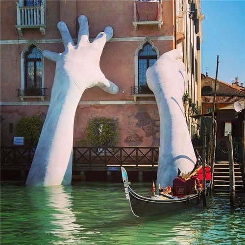 Sự thật về hình ảnh cánh tay khổng lồ thò lên từ lòng sông khiến nhiều người hoang mang - Ảnh 1