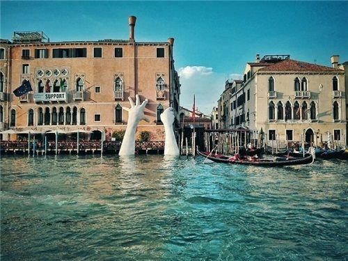 Sự thật về hình ảnh cánh tay khổng lồ thò lên từ lòng sông khiến nhiều người hoang mang - Ảnh 2