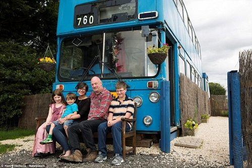 Độc đáo ngôi nhà sang trọng và tiện nghi trên chiếc xe buýt hai tầng - Ảnh 1
