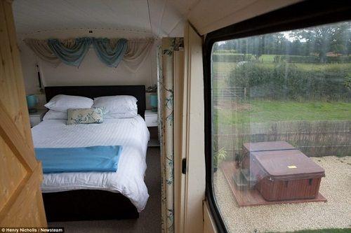 Độc đáo ngôi nhà sang trọng và tiện nghi trên chiếc xe buýt hai tầng - Ảnh 5