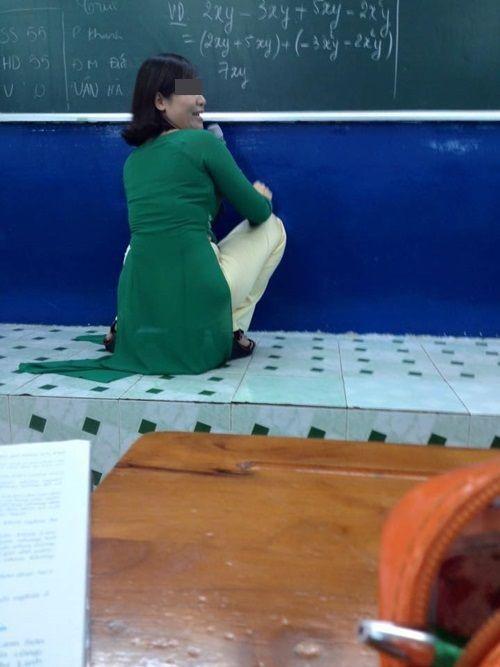 Chết cười với những tư thế giảng bài bá đạo của thầy cô - Ảnh 3
