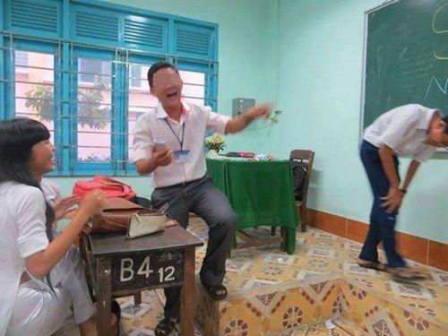 Chết cười với những tư thế giảng bài bá đạo của thầy cô - Ảnh 13