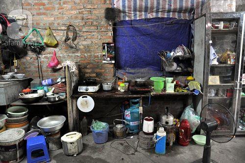 Chuyện về những người ăn cơm 8000 đồng/bữa, vui vẻ sống trong biệt thự triệu đô - Ảnh 8