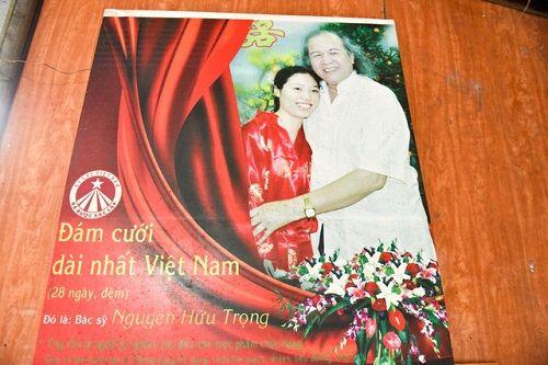 Ly kỳ đám cưới kéo dài 28 ngày của đại gia Hà Nội với người vợ kém… 52 tuổi - Ảnh 2