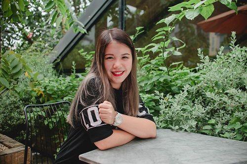 """Nữ sinh 9X xinh đẹp Hà Nội """"hoang mang"""" khi trúng tuyển 16 trường đại học nổi tiếng trên thế giới - Ảnh 1"""