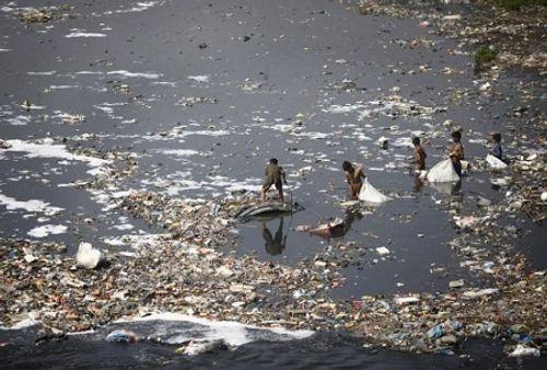 Ô nhiễm môi trường khiến 1,7 triệu trẻ em thiệt mạng mỗi năm - Ảnh 1