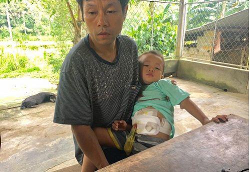 Cảnh nhà hiu hắt của gia đình bé trai 3 tuổi mắc bệnh hiểm nghèo - Ảnh 1