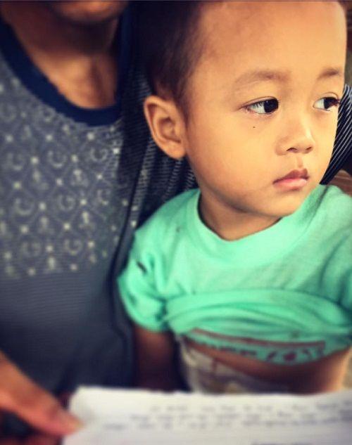 Cảnh nhà hiu hắt của gia đình bé trai 3 tuổi mắc bệnh hiểm nghèo - Ảnh 2