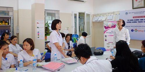PGS Nguyễn Tiến Dũng phản bác việc cứ dịch mũi trắng đục là dùng kháng sinh - Ảnh 1