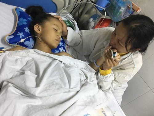 Bé gái vỡ nát xương chậu, dập tầng sinh môn sau tai nạn - Ảnh 1