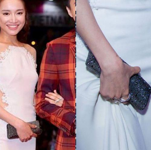 Trước khi được Trường Giang cầu hôn, trên tay Nhã Phương là chiếc nhẫn khác - Ảnh 1