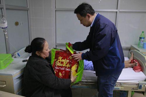 Chủ tịch nước Trần Đại Quang chúc mừng năm mới BV Đại học Y - Ảnh 2