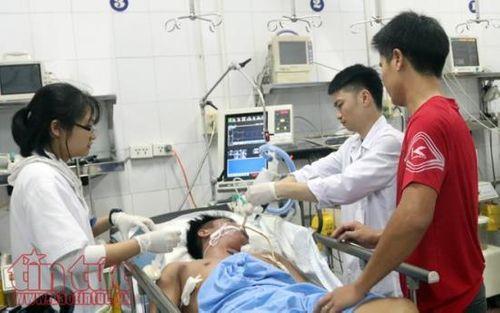 Mùng 4 Tết: 35 vụ tai nạn giao thông, bệnh viện căng mình cấp cứu - Ảnh 2