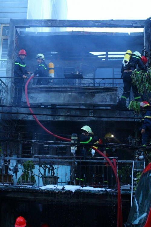 Căn nhà bốc cháy, bị thiêu rụi hoàn toàn - Ảnh 1
