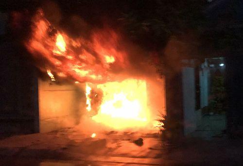Căn nhà bốc cháy, bị thiêu rụi hoàn toàn - Ảnh 2