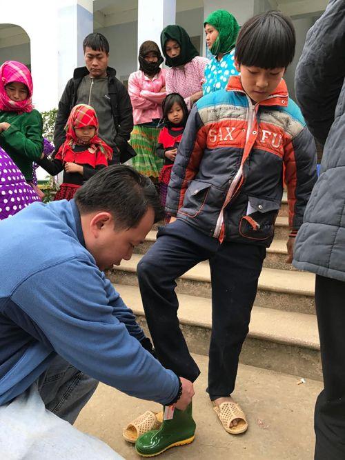 Những đứa trẻ làm nhói đau trái tim người bác sĩ vừa nhận Giải thưởng Đặng Thùy Trâm - Ảnh 1