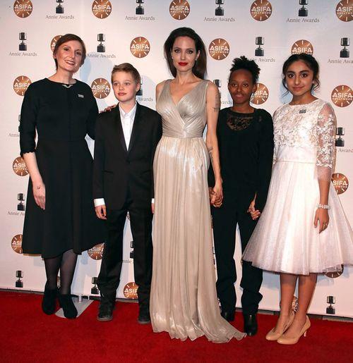 Angelina Jolie gầy gò đến nhận giải Phim hoạt hình xuất sắc  - Ảnh 2