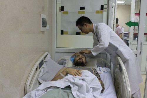 Thầy giáo Tây dạy tiếng Anh tình nguyện bị chấn thương sọ não nằm ven đường được cứu - Ảnh 2