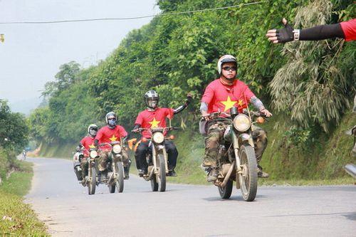 Kinh nghiệm chạy xe máy trên đường khi đi phượt - Ảnh 1