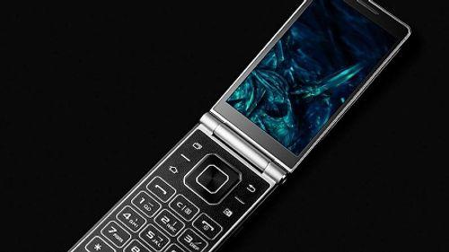 Xuất hiện Smartphone nắp gập vỏ titan siêu bền đầu tiên trên thế giới - Ảnh 1