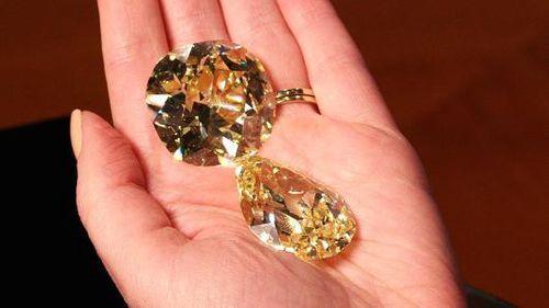 Hôm nay (15/11), bán đấu giá hai viên kim cương vàng lớn nhất thế giới - Ảnh 1