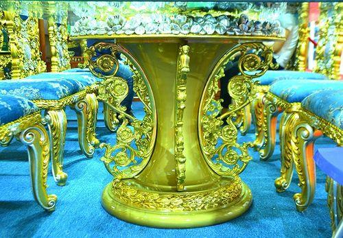 """""""Hoa mắt"""" vì ngắm bộ bàn ăn dát vàng giá gần nửa tỷ đồng  - Ảnh 3"""