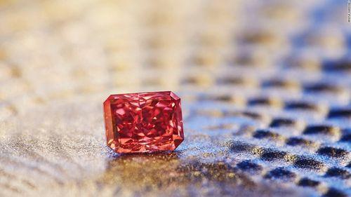 Những viên kim cương đắt nhất thế giới bán đấu giá trong năm 2017 - Ảnh 4