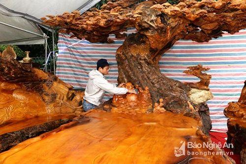 Gần 3 tỷ đồng cho một bộ bàn ghế gỗ Tứ Linh - Ảnh 2